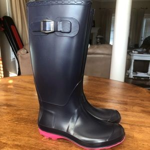 Woman's Navy rain boots with hot pink soles EUC!!